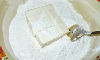 Песочно бисквитный пирог в мультиварке